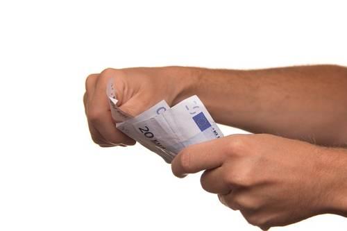 Bankitalia: sofferenze stabili, salgono i prestiti ai privati